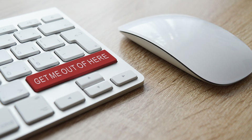 Hire reliable movers to avoid troubles to avoid searching for button 'get me out of here' on your keyboard