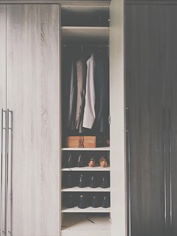 These boxes are the best solution for your wardrobe you cannot pack flat.