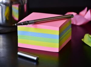 Post it notes to write down import/export cost-saving tips.