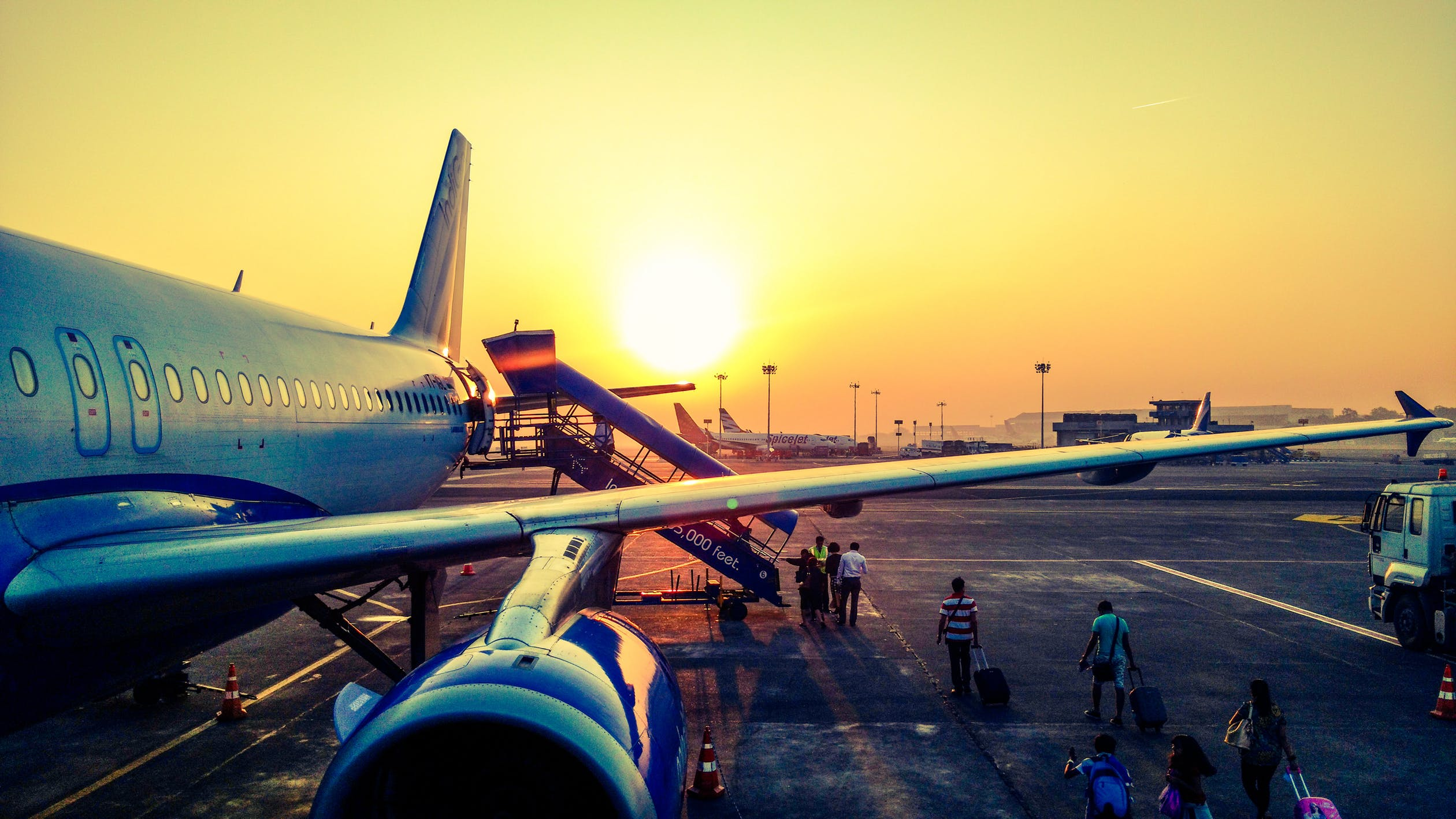 prepare air cargo for transport by choosing the best air freighters