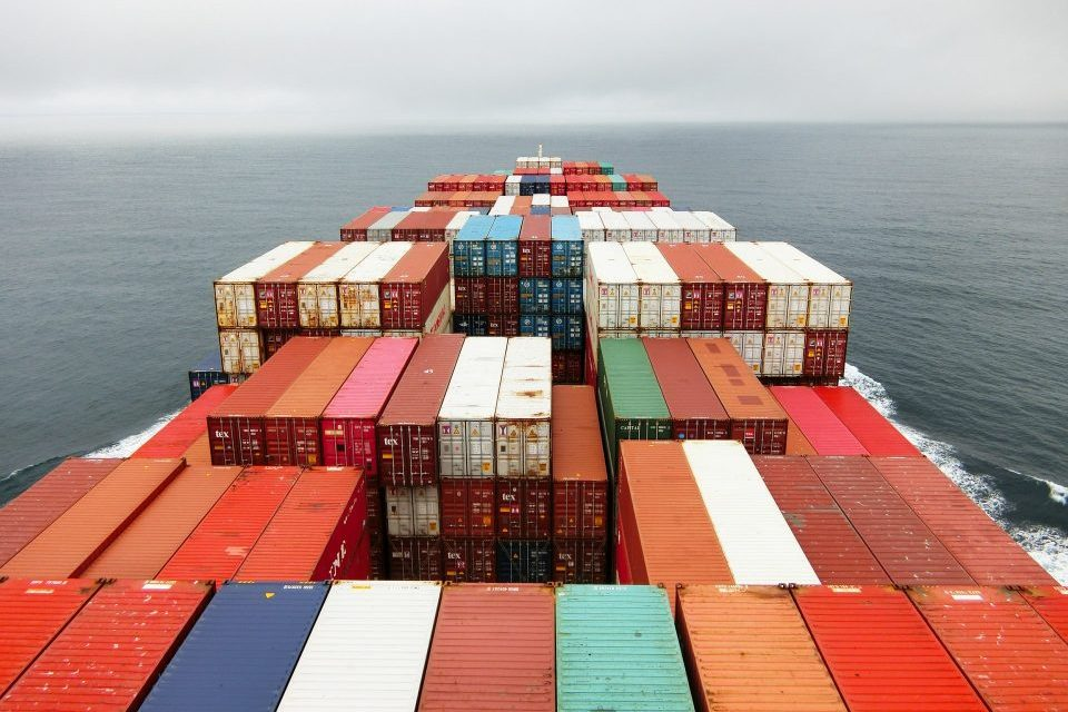 How to reduce freight costs when shipping to and from Kuwait