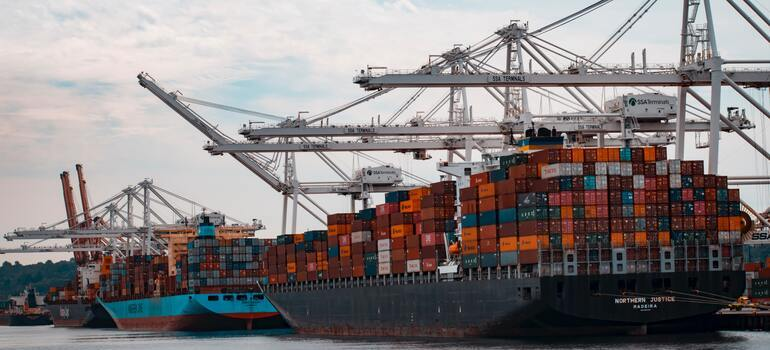 Kuwait export & trade guide about cargo on the ships