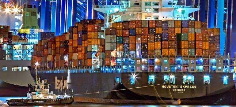 A cargo ship transorting containers